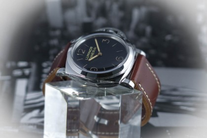 Modern Panerai PAM 372 - 47mm - 1950 case - UNWORN UK watch