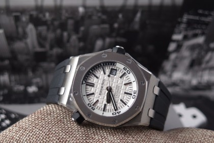 Modern Audemars Piguet 15710 Royal Oak Offshore Diver MINT