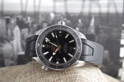 Modern Omega PLANET OCEAN 600 M OMEGA CO-AXIAL 42 MM on Rubber